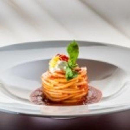 Кавайон-Веронезе, Италия: Spaghetti al pomodoro del piennolo, burrata, scorza di limone