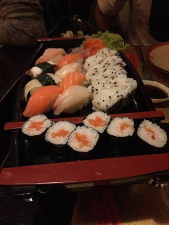 San Giovanni Valdarno, Italia: Barca sushi misto