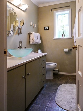 Courtenay, Kanada: West Coast Room - Private Bathroom