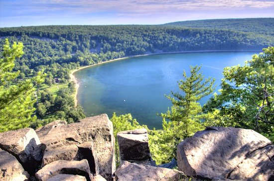 Baraboo, WI: View over Devil's Lake