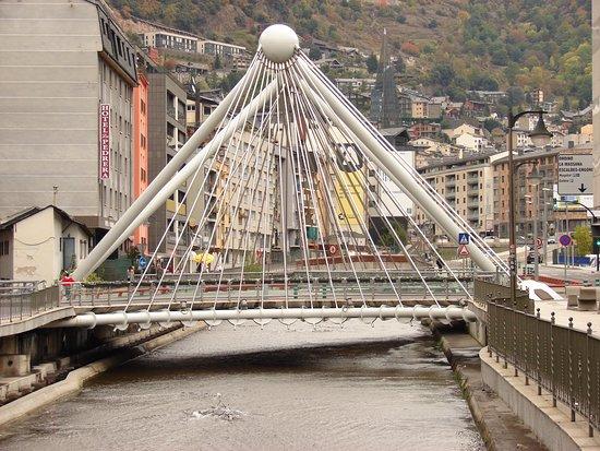Andorra la Vella, Andorra: Вид на мост со стороны