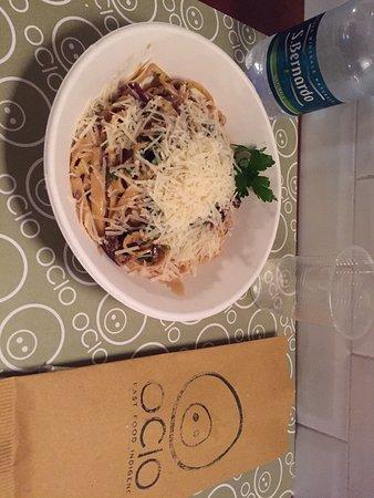Ivrea, Italia: Tagliatelle di pasta fresca con Speck, Radicchio e Zafferano. LIBIDINE.