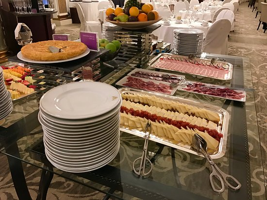 Hotel Maria Cristina, a Luxury Collection Hotel, San Sebastian: Breakfast buffet