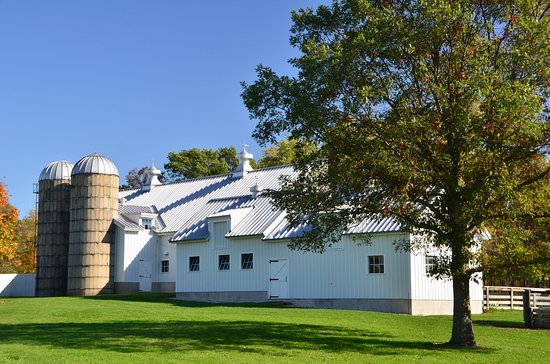 Riverwoods, IL: Part of the farm - I LOVE silos.