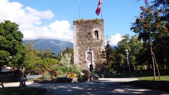 Cite Medievale de Conflans: La torre che domina sul borgo.
