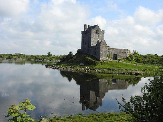 Kinvara, أيرلندا: Dunguaire Castle