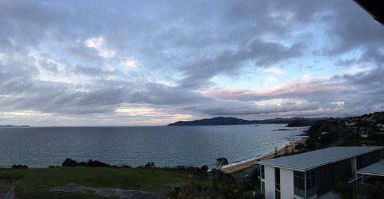 Cable Bay, Nouvelle-Zélande : View from our room at dusk