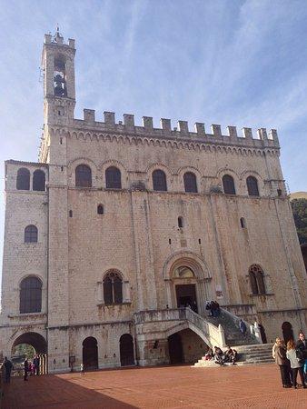 Gubbio, إيطاليا: Piazza grande
