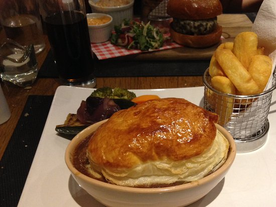 Tillicoultry, UK: This steak pie is the best!