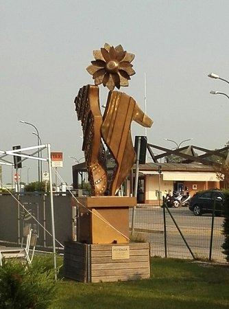 """Punta Sabbioni, İtalya: Das Kunstwerk """"Ginger e Fred"""""""
