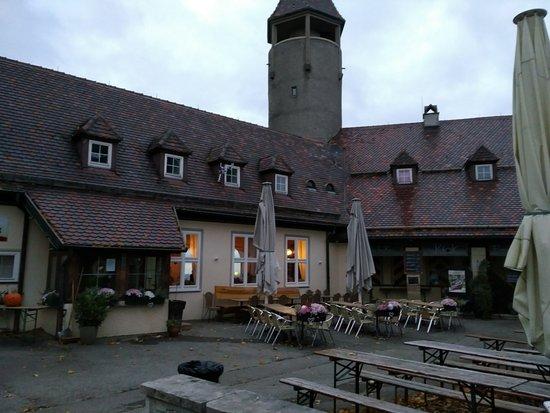 Owen, Deutschland: Hof der Burg Teck