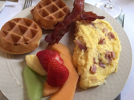 The Colonnade at The Equinox : Brunch...made to order omelette and waffles. Crispy bacon and fresh fruit...all good.