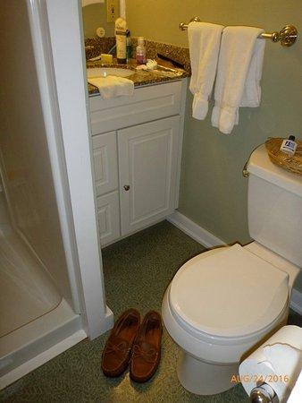 Eastham, MA: Queen Studio Suite #7 bath