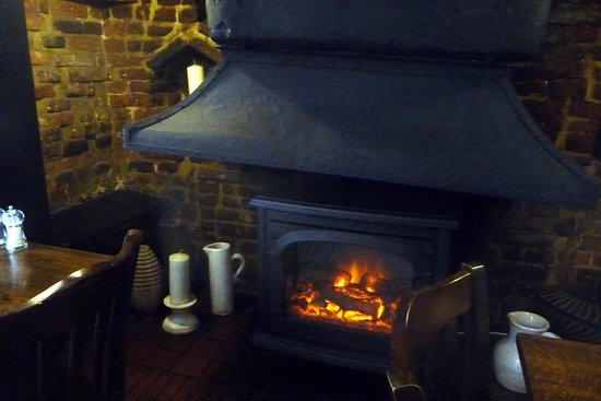 Great Missenden, UK: Fireplace