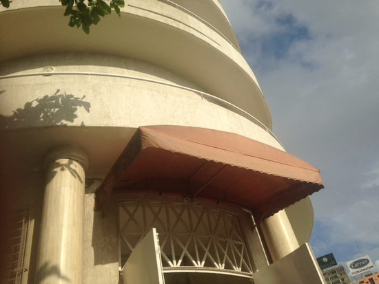 Grand Hotel d'Abidjan: Entrance door!