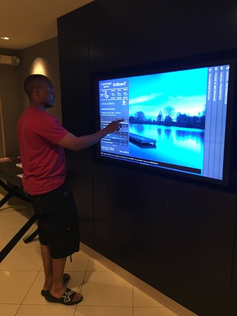 Montvale, Nueva Jersey: touch screen flat t.v. in the lobby