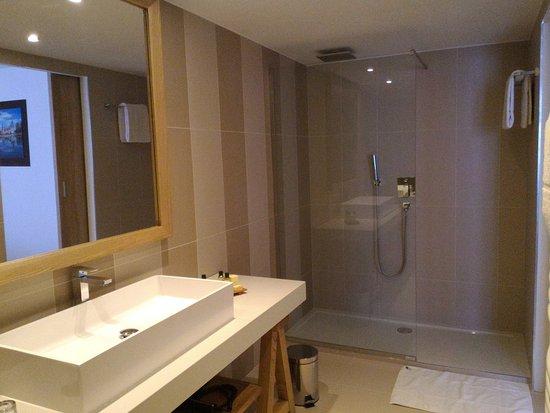 Très belle salle de bain - Photo de Le Castel Maintenon ...