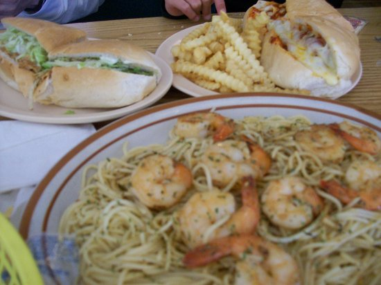 Warrenton, นอร์ทแคโรไลนา: Tasty Sub Sandwiches and Tasty Shrimp and Pasta Entree.