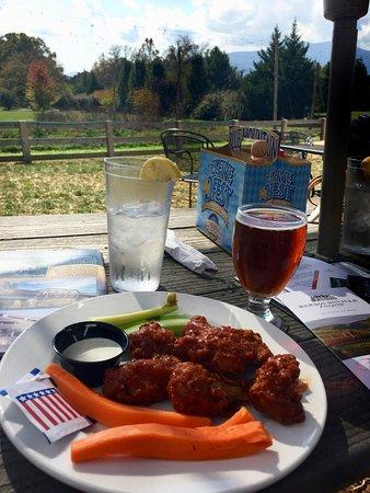 Afton, Virginie : Half pound chicken wings with Chipotle BBQ sauce