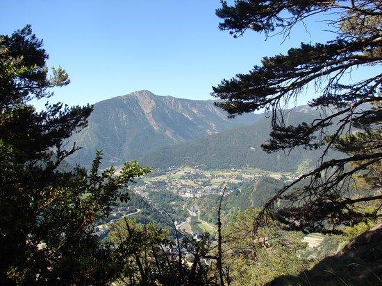 Ordino, Andorra: Пейзаж, который можно увидеть с тропы.