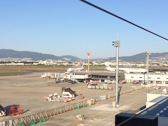 Itami, Japan: 清々しい早朝から開いていました。