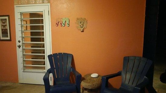 Esperanza Inn: seating area outside of the room