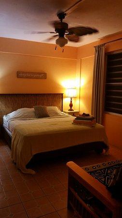 Esperanza Inn: The bed in room #8