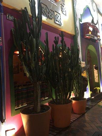 Restaurante com decoração Mexicana.