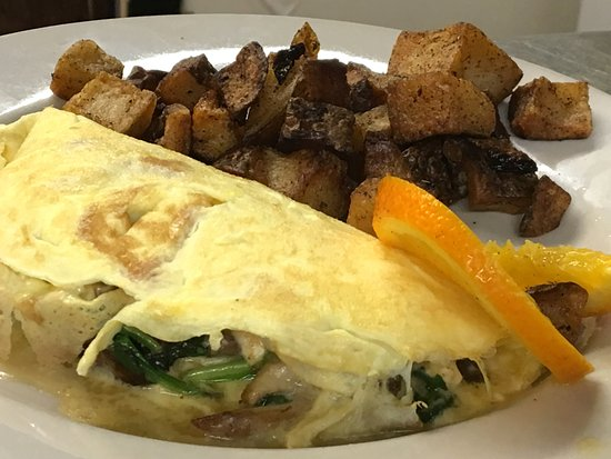 South Dartmouth, MA: Sunday Brunch Omelet at the Black Bass Grille