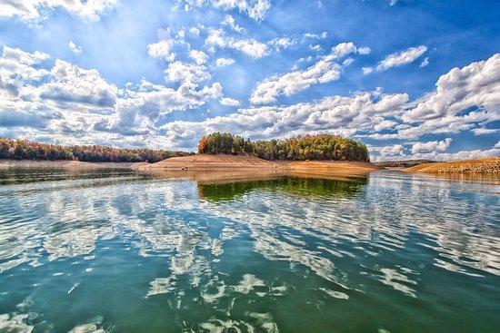Dandridge, TN: Boating the lake to see the fall colours