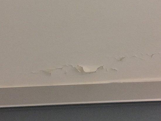 Rogers, AR: Room falling apart