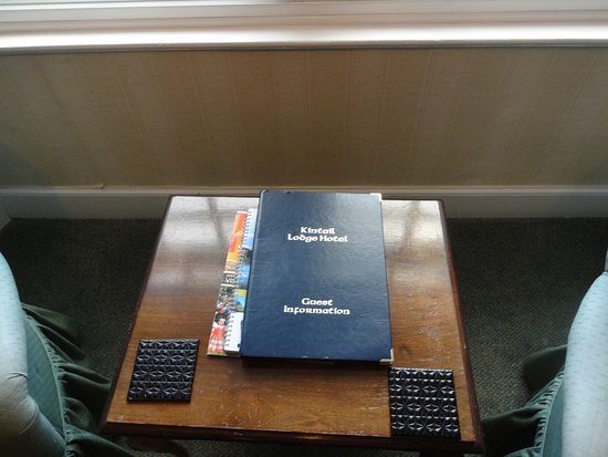 Shiel Bridge, UK: Reading material, including the restaurant menu.