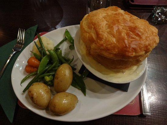 Shiel Bridge, UK: The chicken pie with small potatoes and mixed vegetables. Amazing!