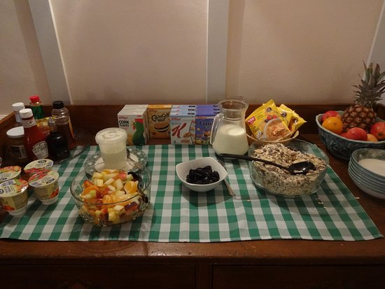 Shiel Bridge, UK: The cold breakfast food buffet.
