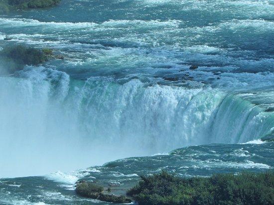 Niagara Falls Marriott Fallsview Hotel & Spa: Photo of Horseshoe Falls from our room