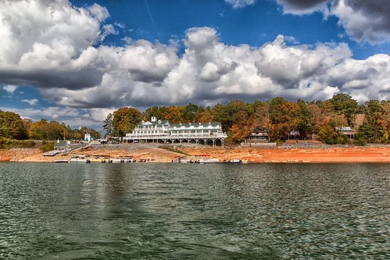 Dandridge, TN: Mountain Harbor Marina