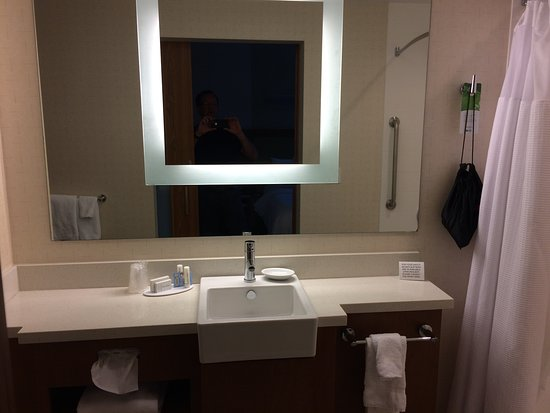 Bridgeport, Batı Virjinya: large bathroom