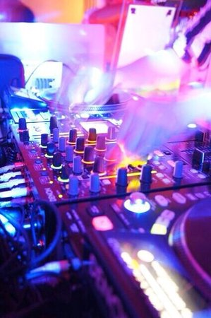 DJ & VJ Bar Aun