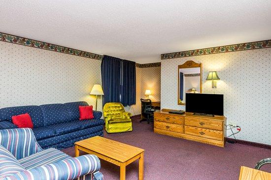 Williamsburg, Айова: King Presidential 1 Over-Sized Room Suite.