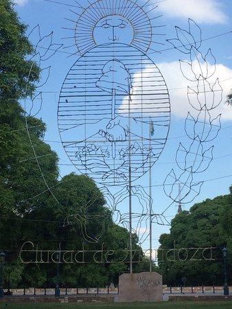 Prowincja Mendoza, Argentyna: Plaza de la independencia, bello paseo al centro de la ciudad.