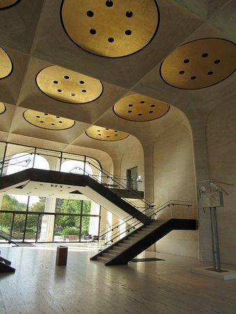 Sheldon Museum of Art: atrium