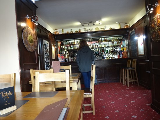 Glenmoriston, UK: The bar and dining area.