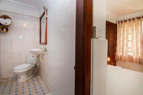 Channel Angkor Hostel Bathroom