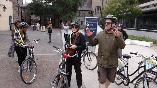 Dublin City Bike Tours: Our guide on the left, a group of 12 of us.
