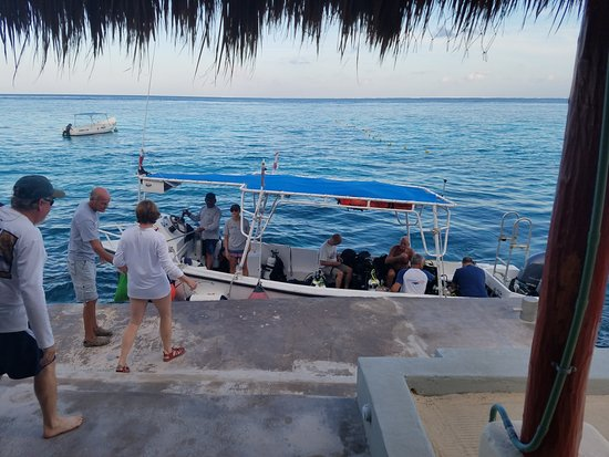 Villa Aldora: Boarding the dive boat.