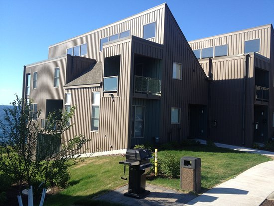 Tofte, MN: Resort with communal grill near parking lot