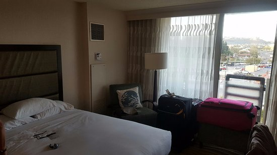 DoubleTree by Hilton Hotel San Diego - Mission Valley: Room