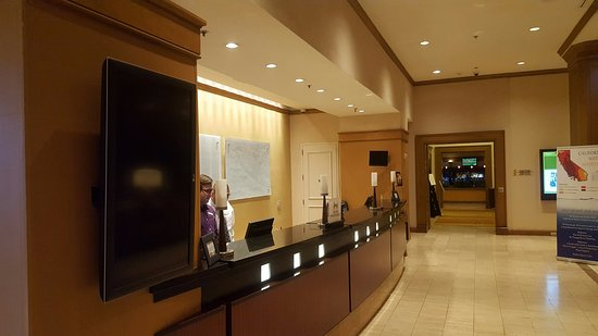 DoubleTree by Hilton Hotel San Diego - Mission Valley: Check In Desk