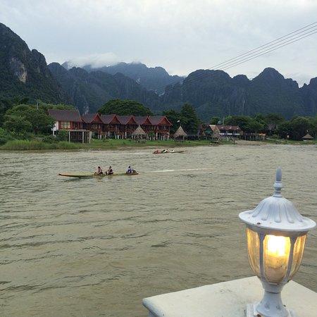 Phoomchai guesthouse vang vieng laos foto 39 s reviews for Domon guesthouse vang vieng