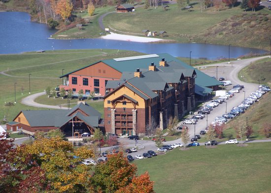 Hope Lake Lodge & Conference Center: Hope Lake Lodge as seen from the chairlift at Greek Peak